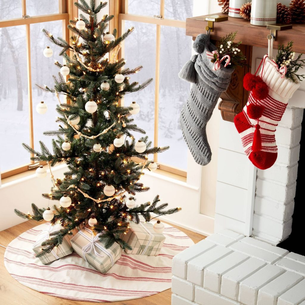 Red and WhiteWoven Jacquard Stripes Holiday Tree Skirt