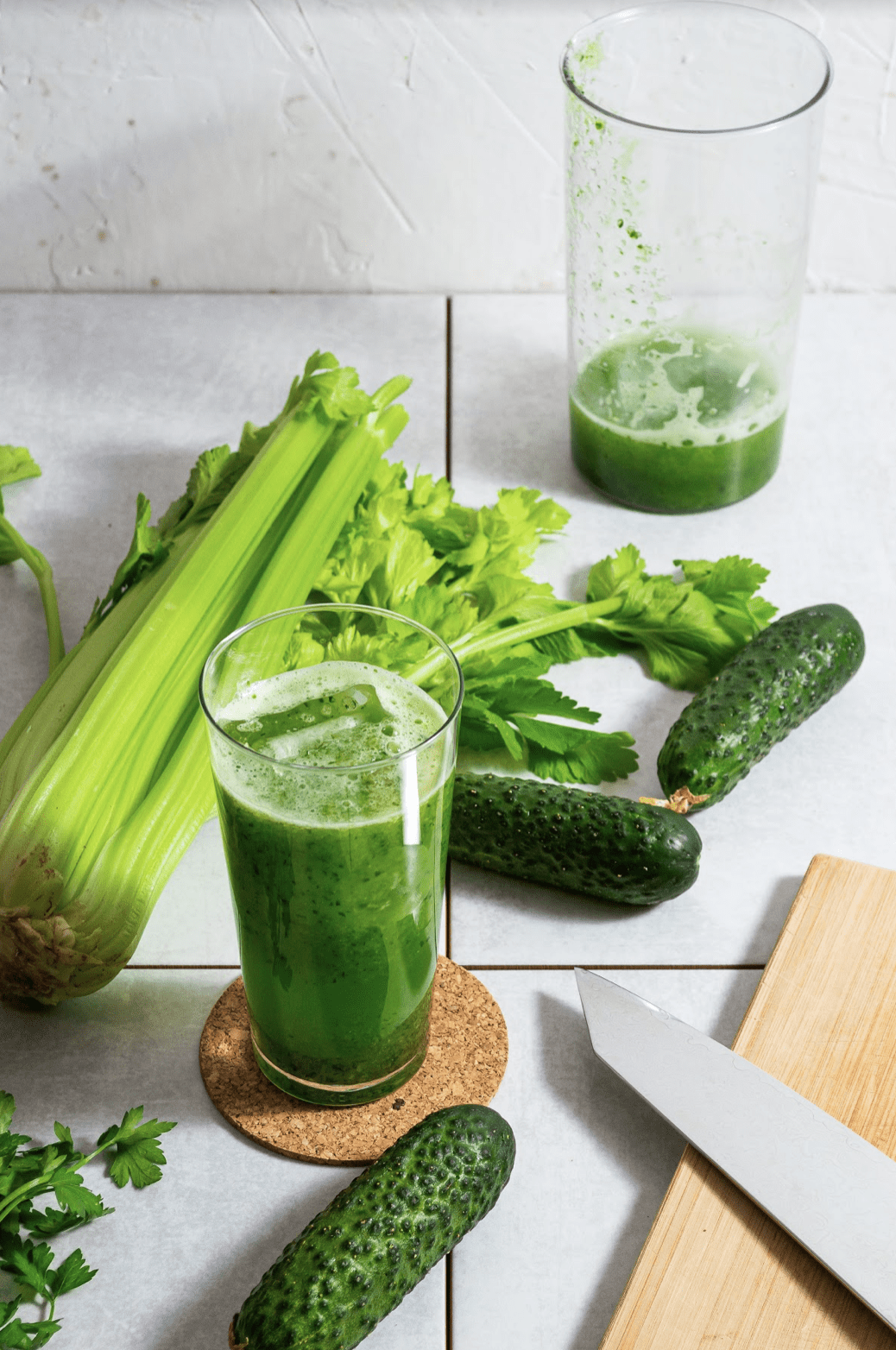 green juice with celery and cucumber